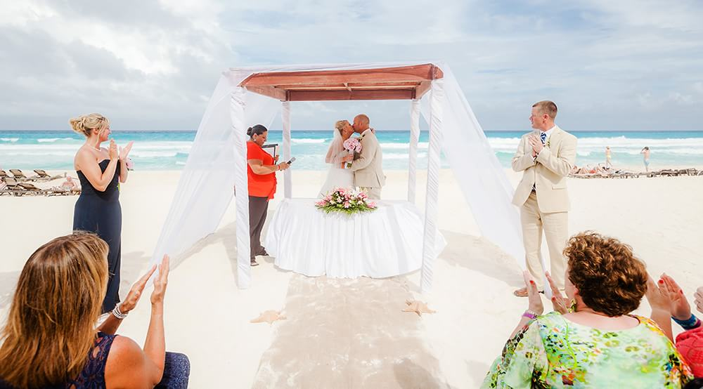 Couple kissing at wedding in cancun