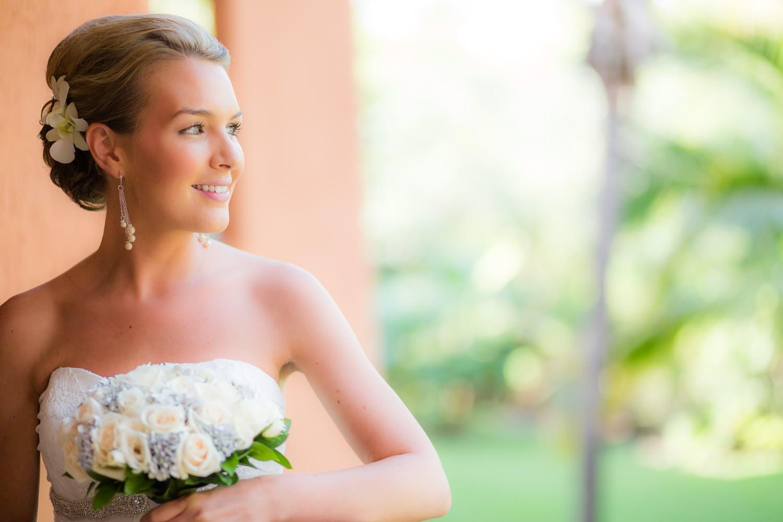 Portrait of Bride by Dean Sanderson | Mexico wedding photographer.