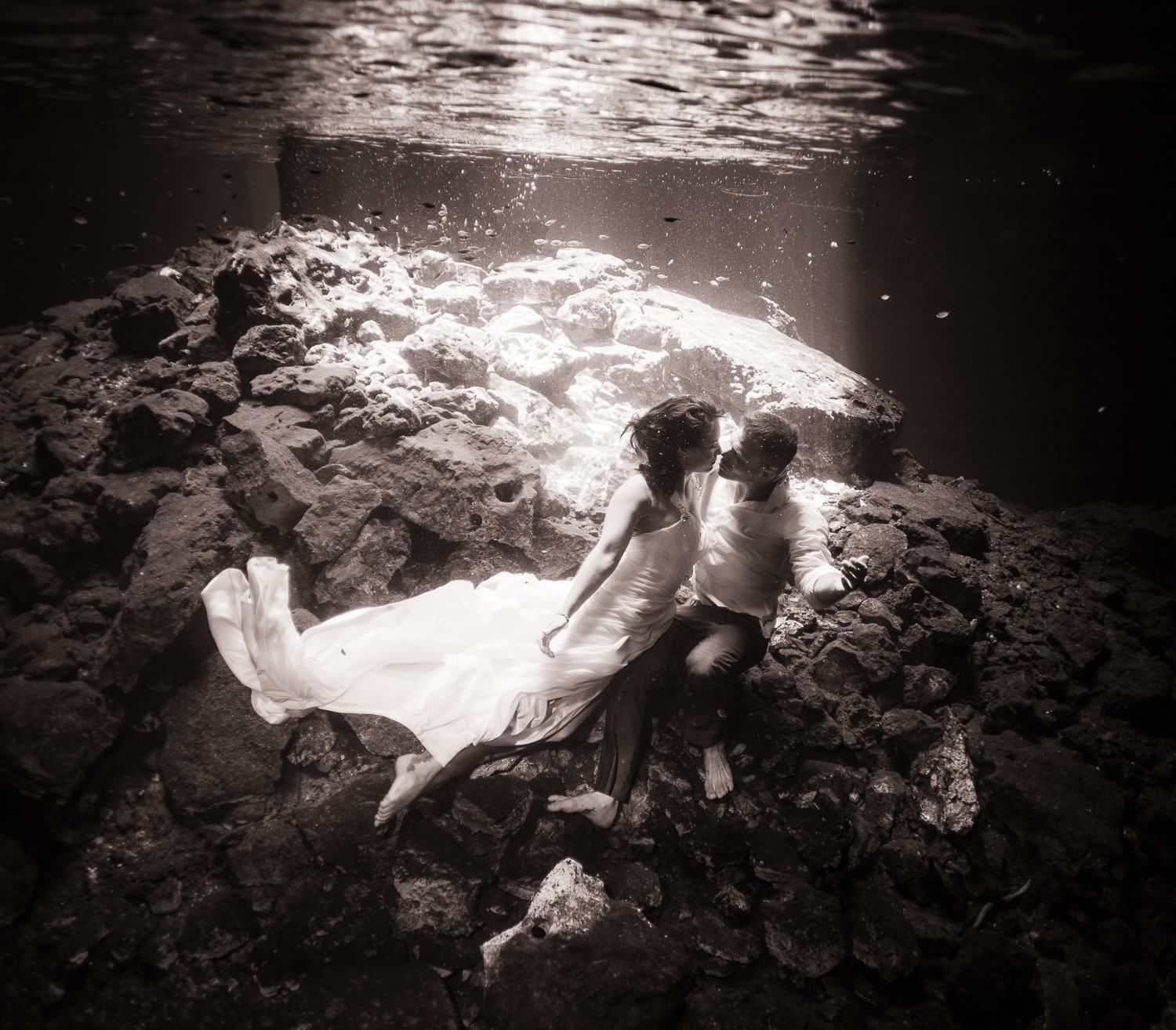 Couple kissing underwater in Cenote Trash the Dress