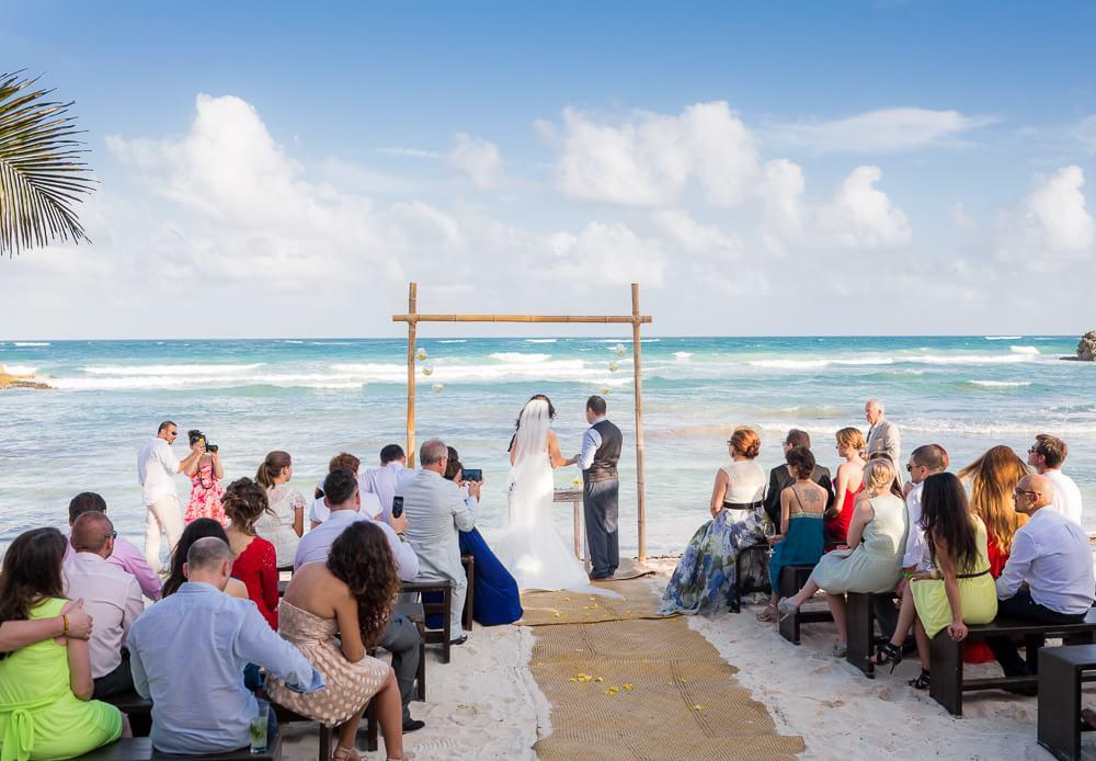 Wedding ceremony at El Pez Hotel