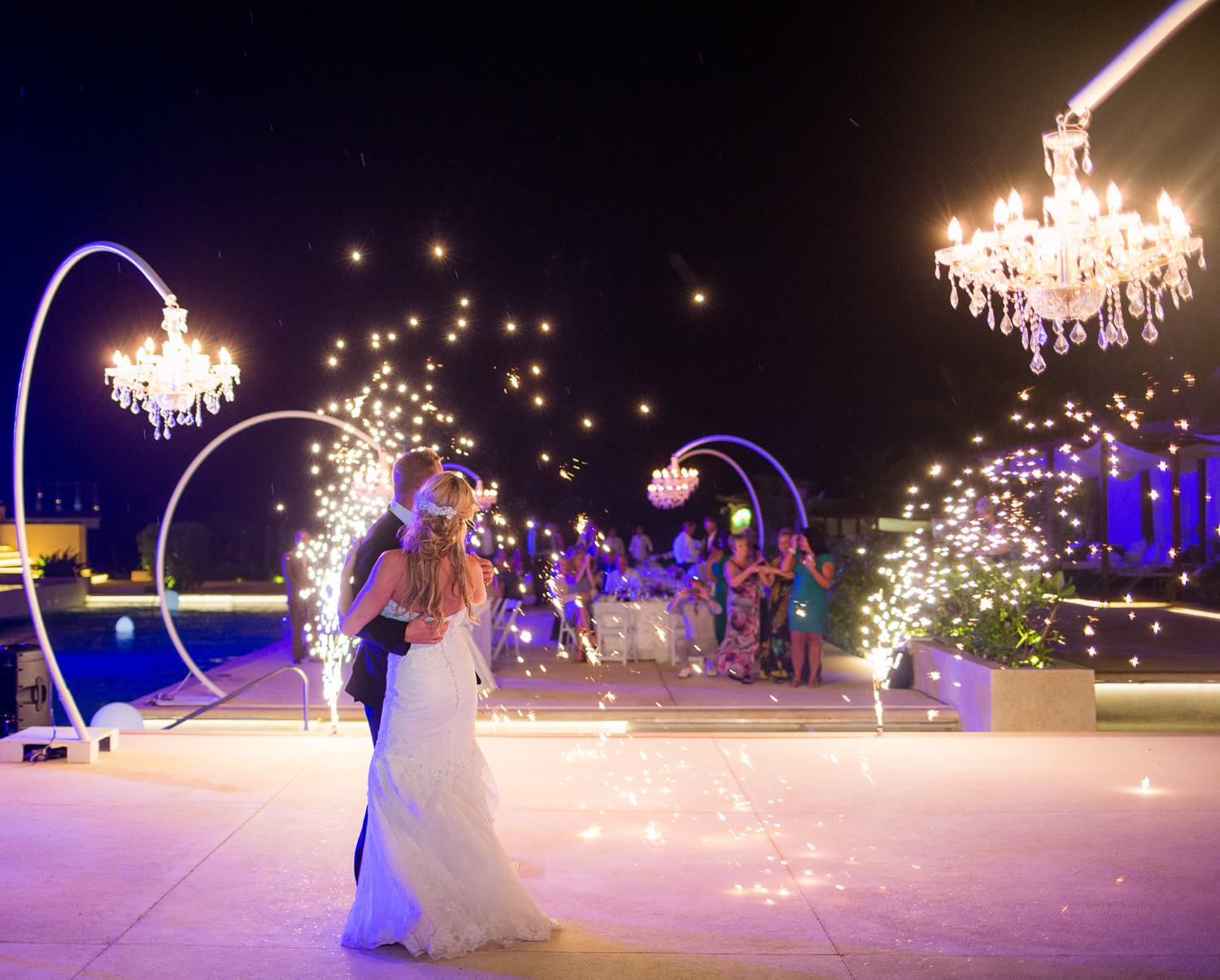 First dance by Cancun wedding photographer