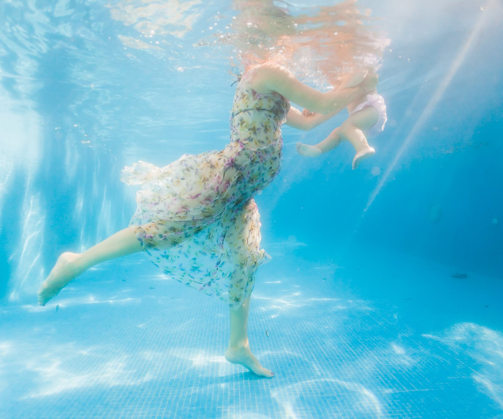 Underwater baby feet by mexico wedding photographers