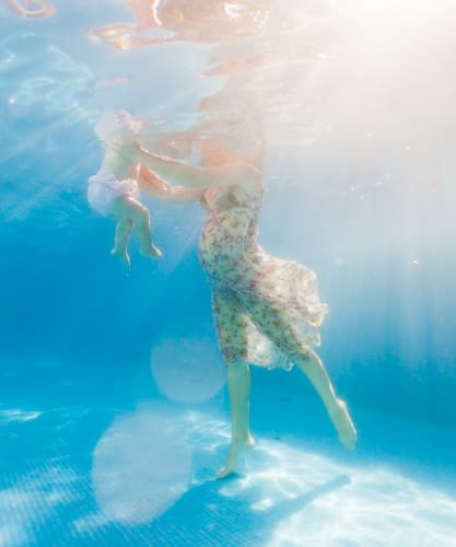 Baby and feet underwater by dad the wedding photograpehr