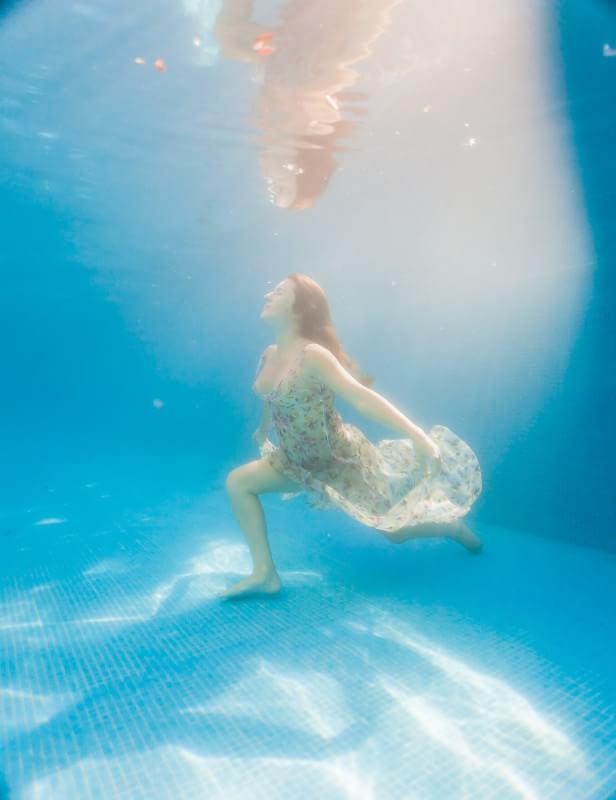 Mexico wedding photographer underwater iimage
