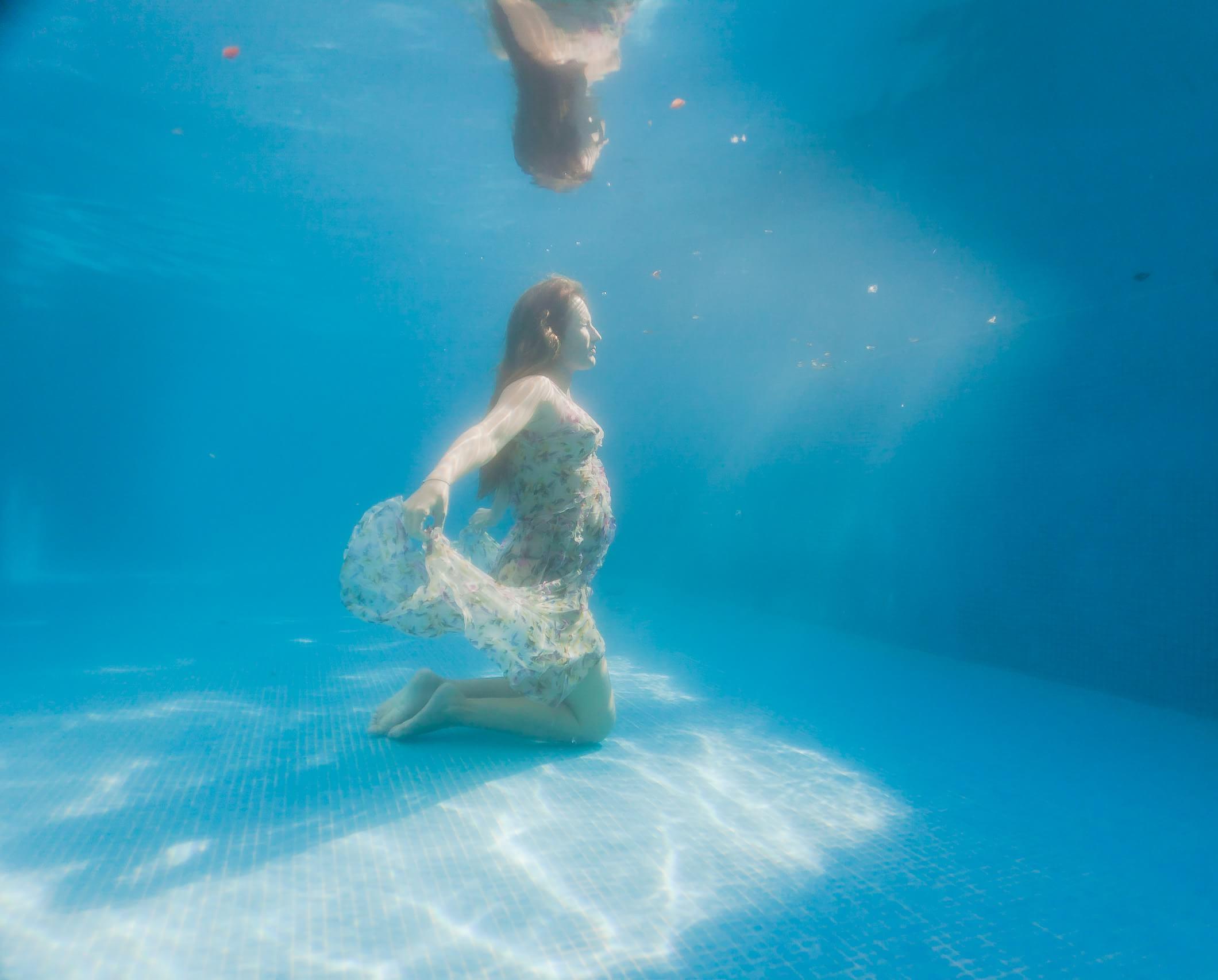 Pregnancy underwater image.