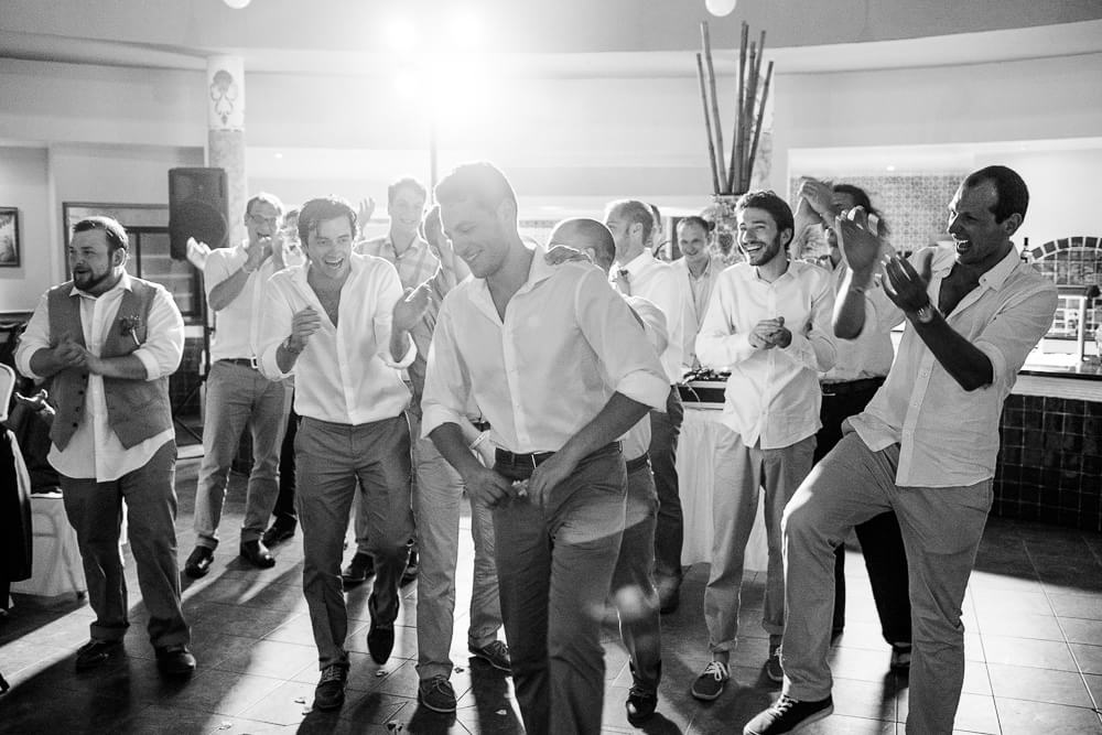 guy catches the garter at Riviera Maya wedding