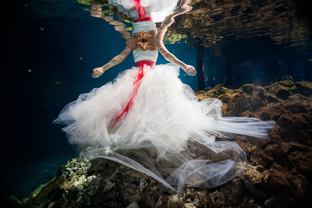 wedding dress in underwater shoot