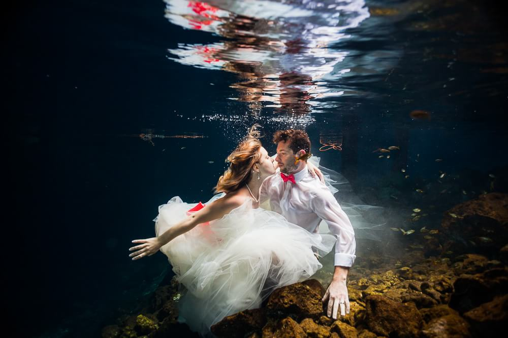 Mexican Trash the Dress, underwater wedding