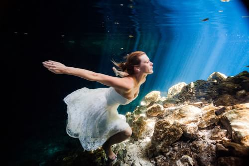 Amazing detail of Bride underwater in Mayan Cenote Trash the Dress.