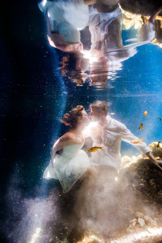 Underwater wedding Trash the dress Mexico