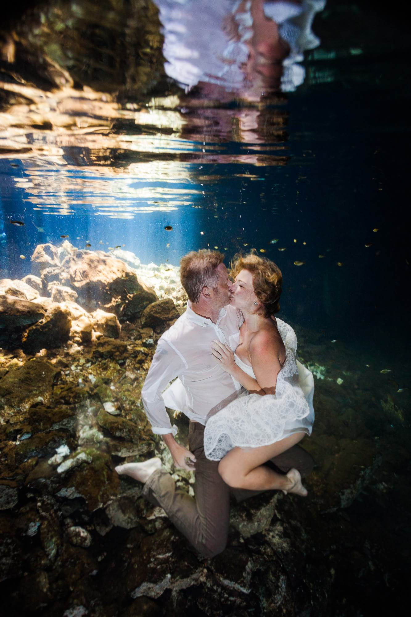 Couple kissing in underwater trash the dress mayan Riviera