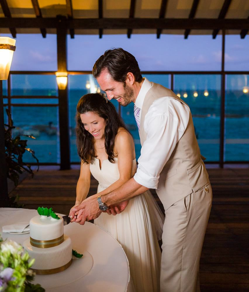 Couple cutting cake at Generation resort