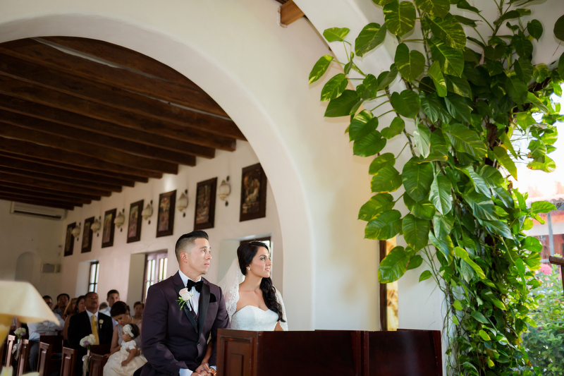 Bride and groom in church in Playa del Carmen