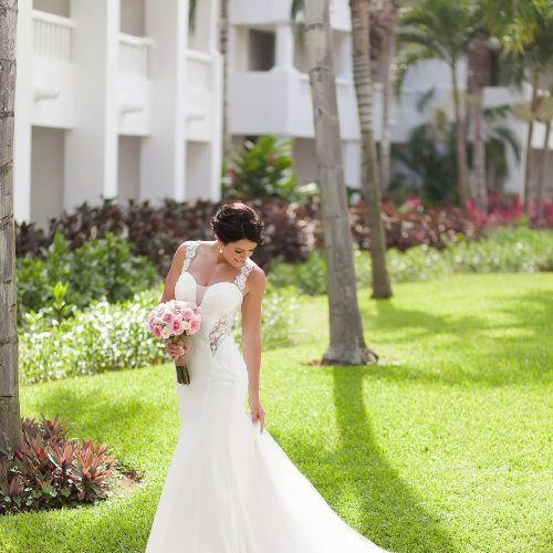 Bride portrait at wedding in Playa del Carmen