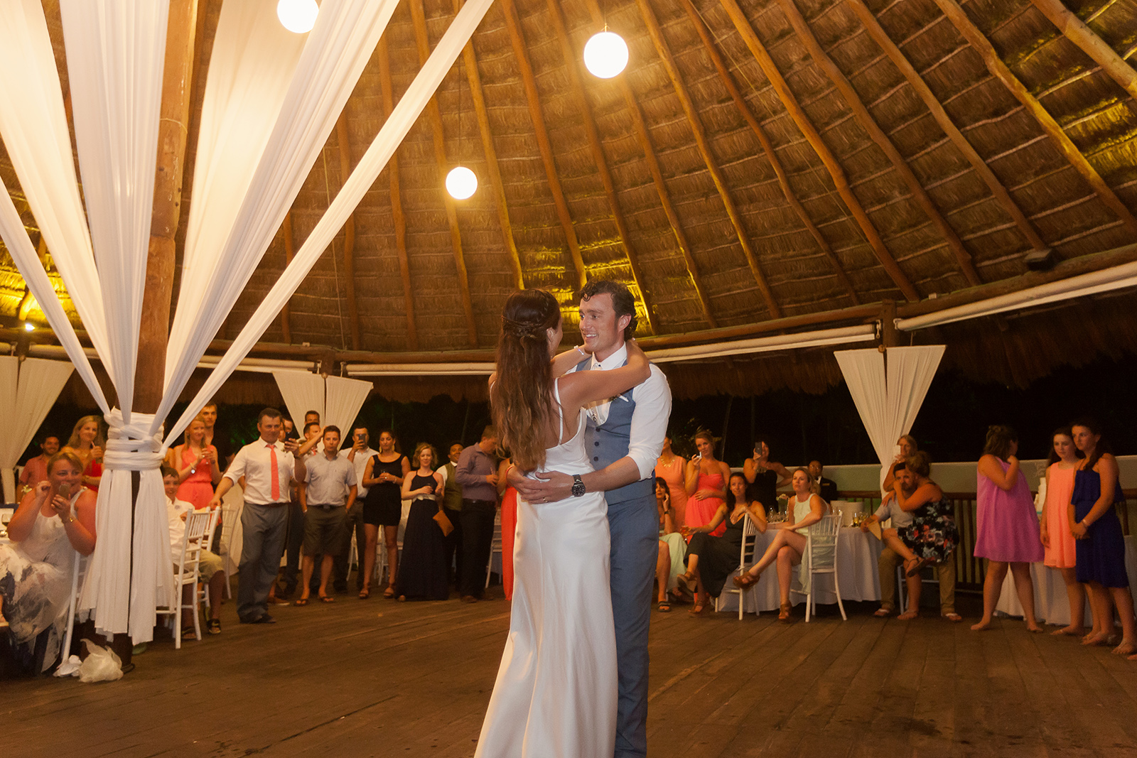Couple first dance at Grand Sirenis Riviera Maya