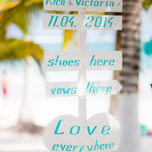 Sign for wedding in Tulum