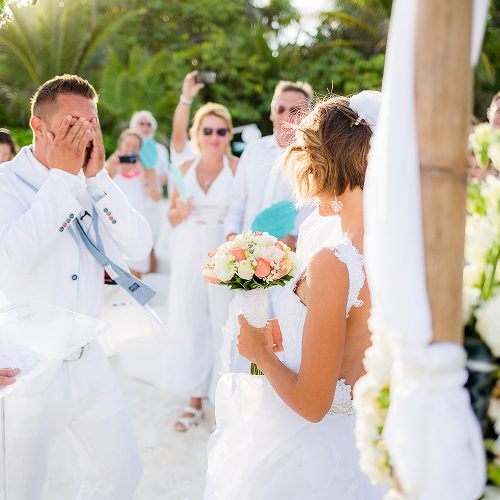 Groom can't believe his eyes after bride walks down aisle
