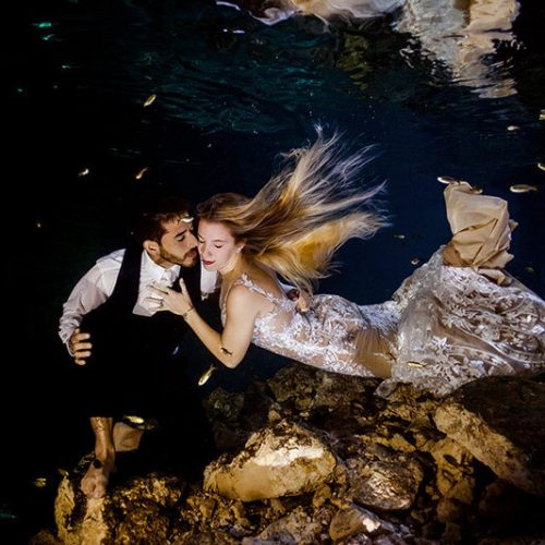 Couple photoshoot underwater in Mayan Cenote