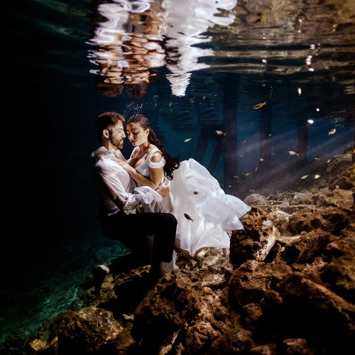 Underwater Trash the dress in Mexico.