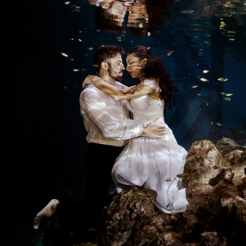 Bride and Groom in underwater TTD in Mexico