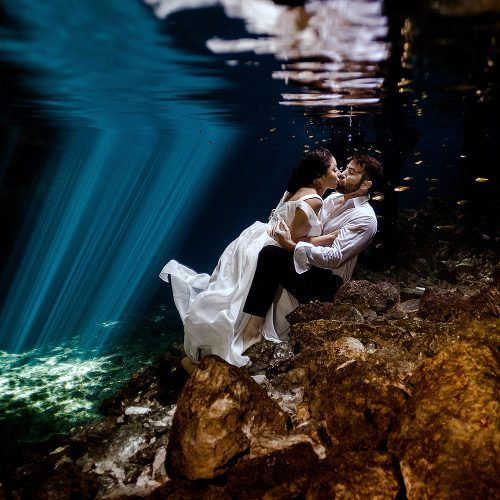 Bride and Groom underwater in Riviera Maya Trash the Dress