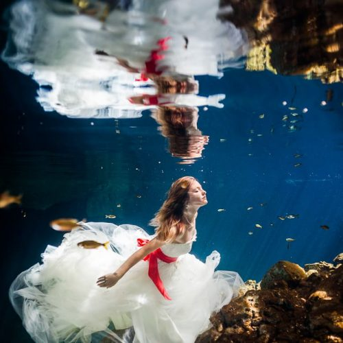 Bride underwater in Trash the dress shoot, Riviera Maya Mexico