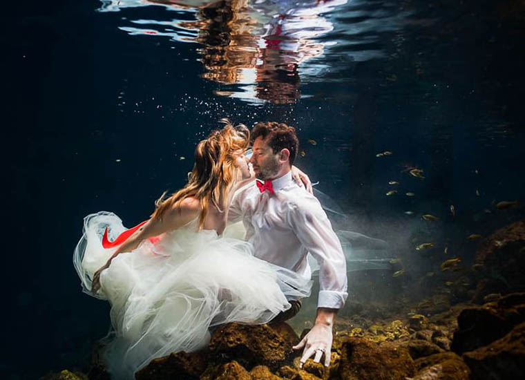Kissing Couple in a Trash the Dress Featured Image, Underwater Picture