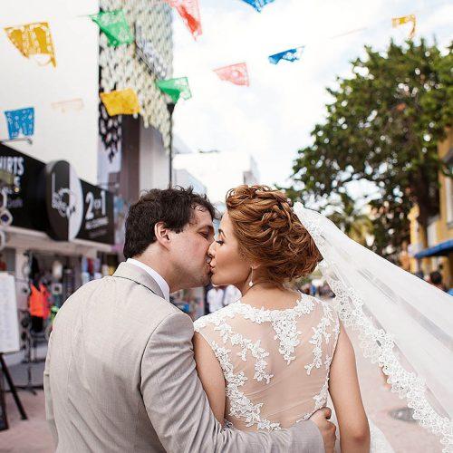 Bride and groom kissing on 5th ave Playa del Carmen wedding
