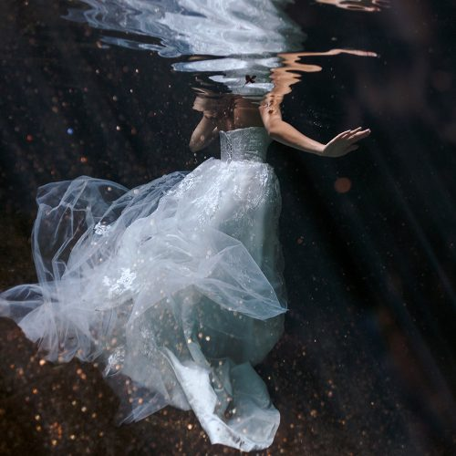 Close up of bride´s dress at underwater TTD.