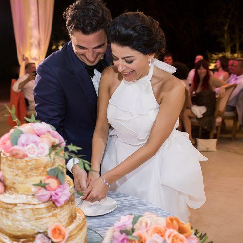 Bride and groom cutting the cake at Banyan Tree Mayakoba