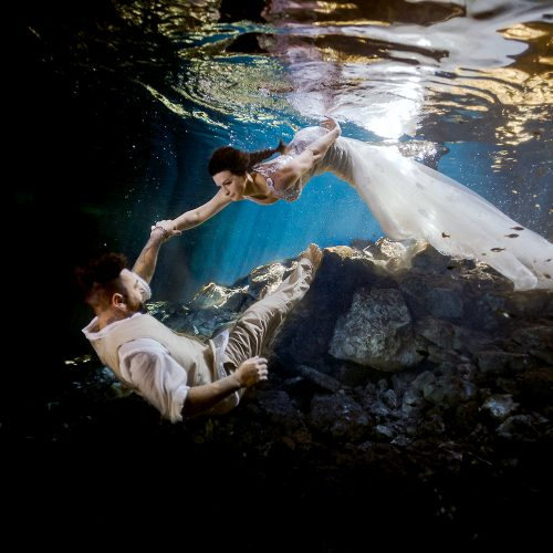 Bride swimming down to Groom in under water trash the dress (TTD).
